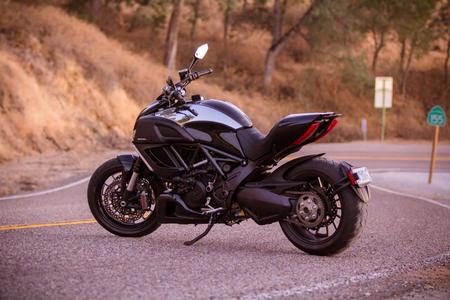 Классика и современность: Ducati Diavel Cromo
