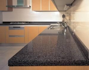 Преимущества кухонь со столешницами из искусственого камня
