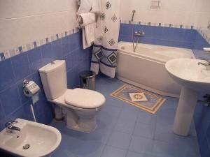 Ремонт в ванной и туалете: непростые вопросы и их простые решения