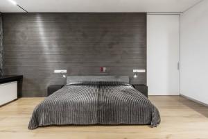 Классика и минимализм в оформлении спальни