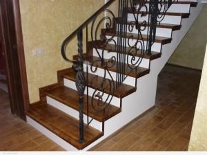 Лестница между этажами:  как лучше сделать