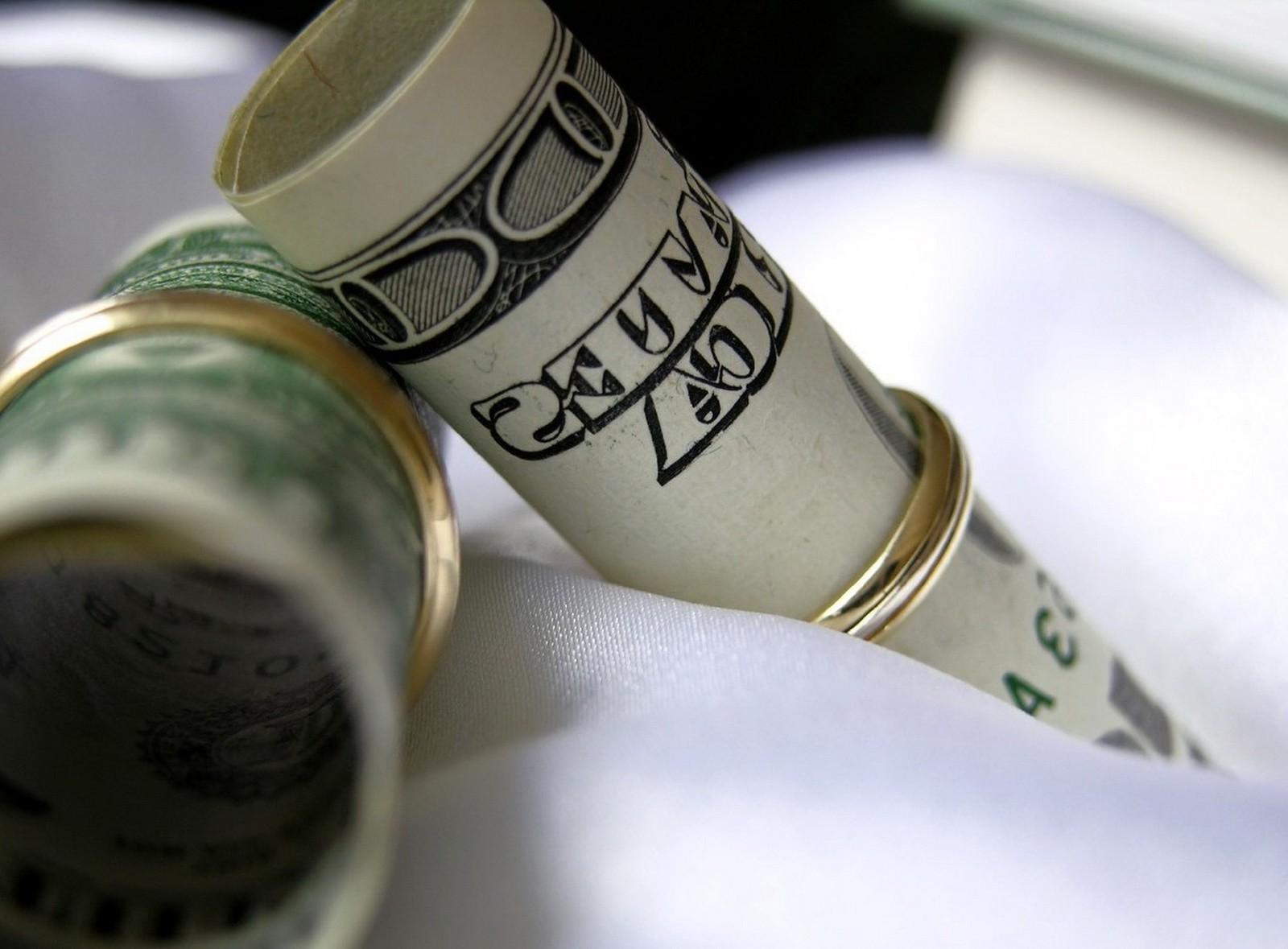 Как люди относятся к деньгам?