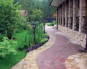 Какой материал применить для строительства садовой дорожки?