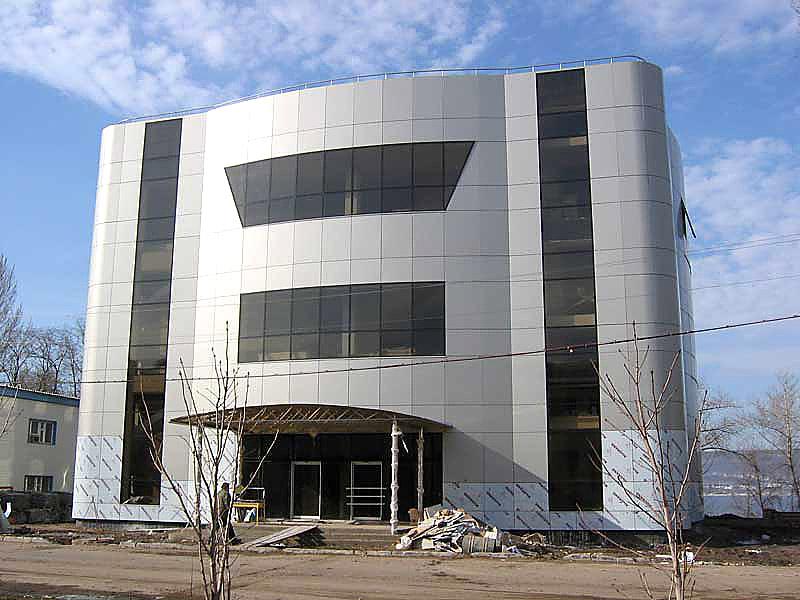 Долговечность стен здания в большой мере зависит от фасада