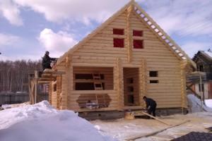 Плюсы и минусы строительства загородного дома зимой