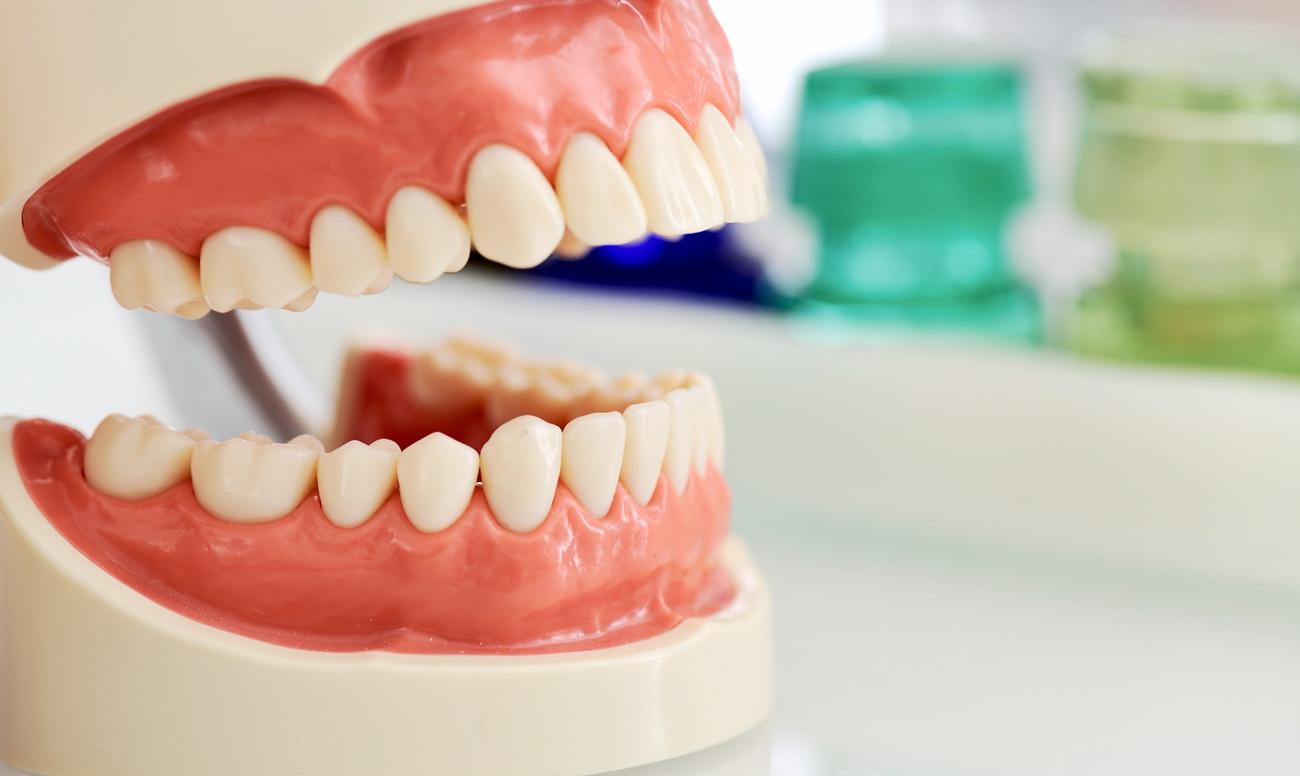 Почему у детей и подростков деформируются зубные ряды?