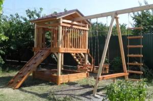 Строим детскую площадку