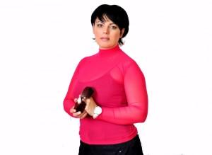 Цвет фуксии в женской одежде