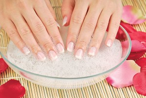 Как вылечить слоящиеся ногти