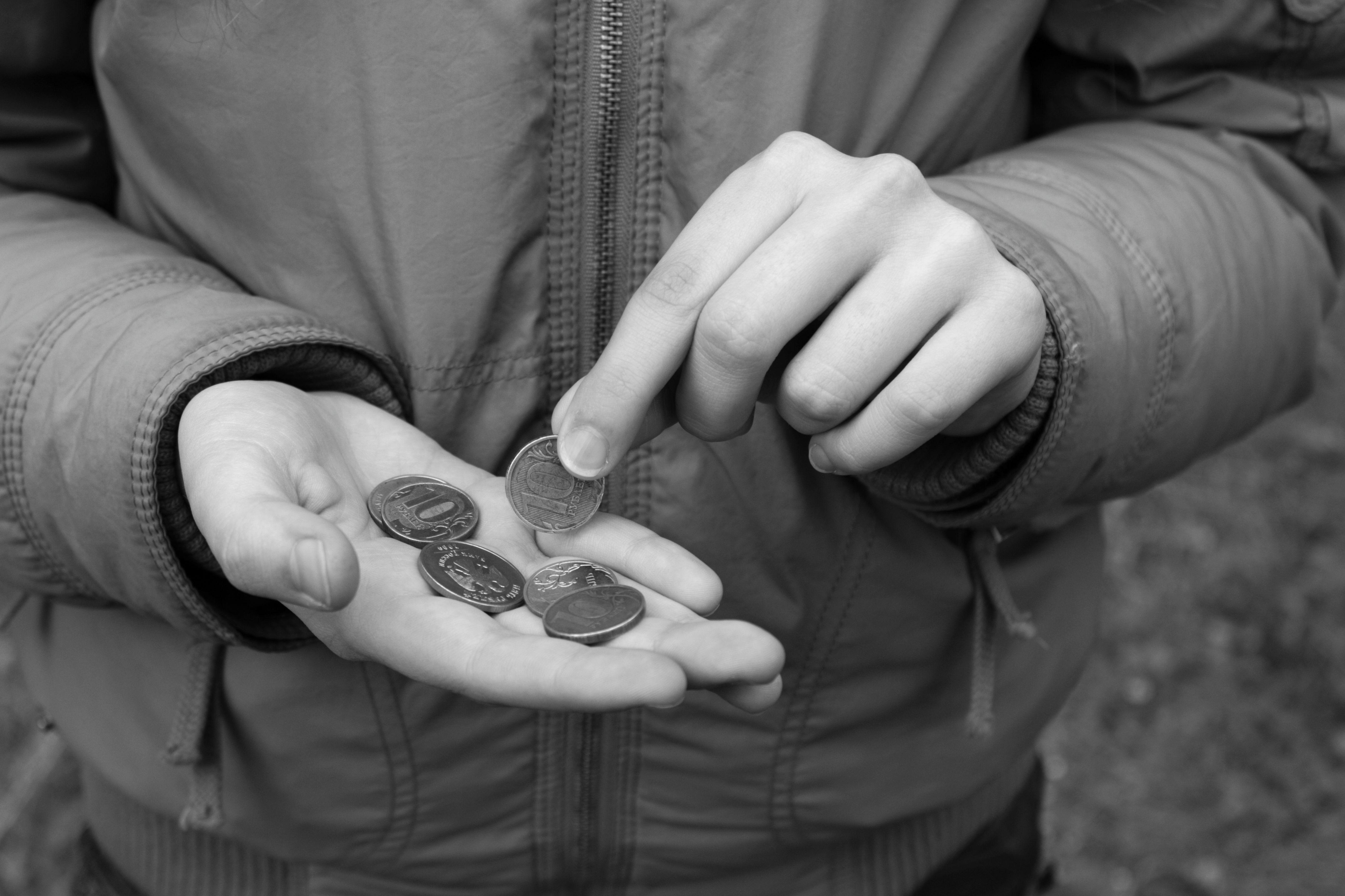 Когда начинать давать деньги детям на карманные расходы