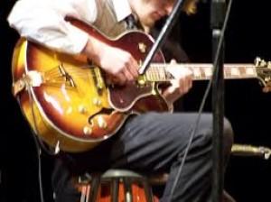 Как самостоятельно научиться играть на гитаре
