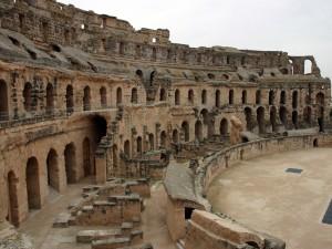 Тунисский Колизей или на арене амфитеатра Гордиана