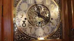Интерьерные часы Hermle – лучший подарок для дорого человека