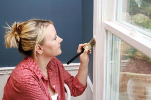 Как окрасить оконные и дверные переплеты, плинтуса, двери