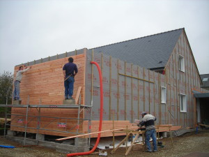 Кому доверить строительство каркасного дома?