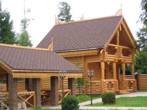 Подходящая крыша для дома из дерева