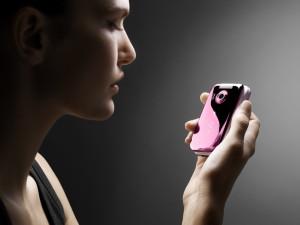 Мобильный телефон — новый атрибут в списке стильных вещей
