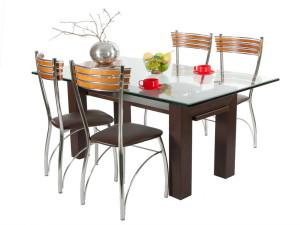 Обеденный стол — место сбора всей семьи