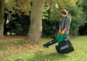 Обновляем садовый инструмент: покупаем садовый пылесос-измельчитель