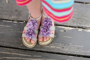 С чем следует носить детские босоножки