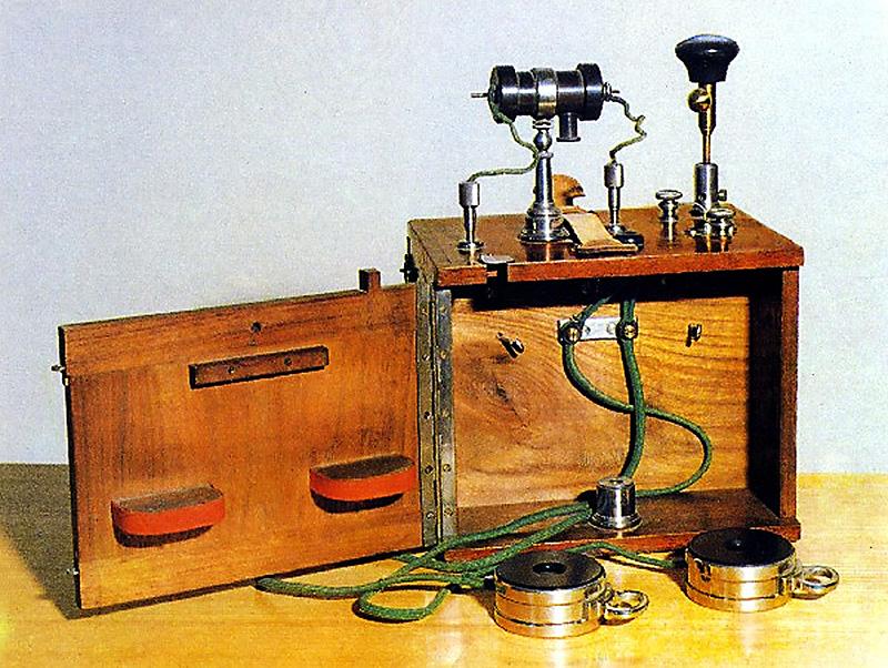 Кто изобрел первым радио?