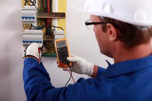 Услуги электрика необходимы при выполнении электромонтажных работ в квартире