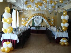 Воздушные шары — идеальное украшение праздничного зала