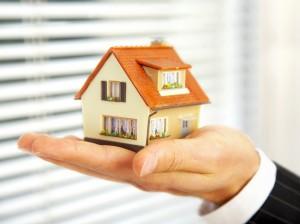 Что лучше покупать: дом или квартиру?