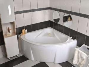 Оформление ванной комнаты с угловой ванной