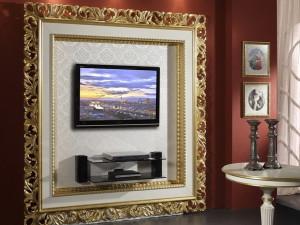 Оригинальное оформление зеркала и телевизора в интерьере