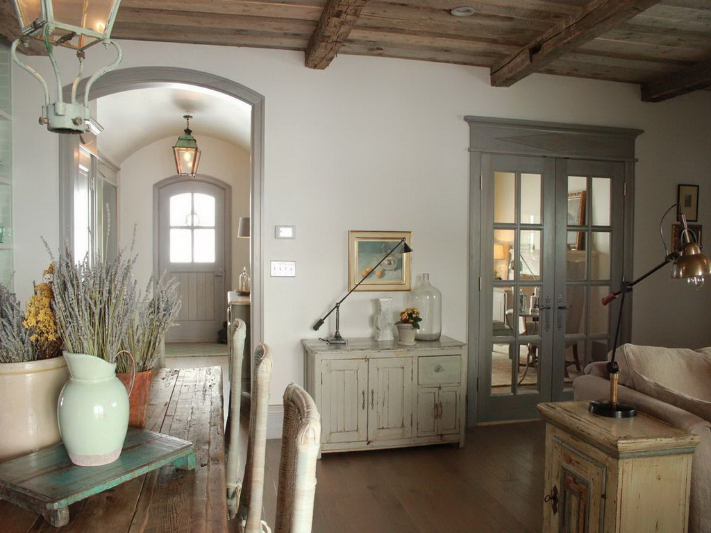 состаренная дверь в стиле прованс