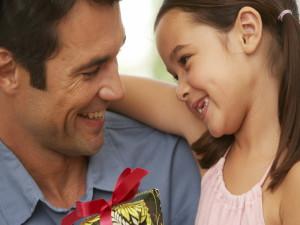 Как выбрать подарок отцу на 23 февраля?
