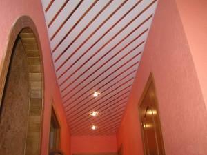 Актуальность реечных подвесных потолков в оформлении помещений
