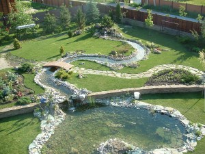 Искусственный водоем на участке или ручей?