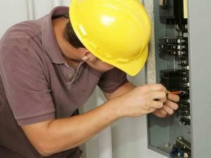 Какие работы делает электрик при ремонте
