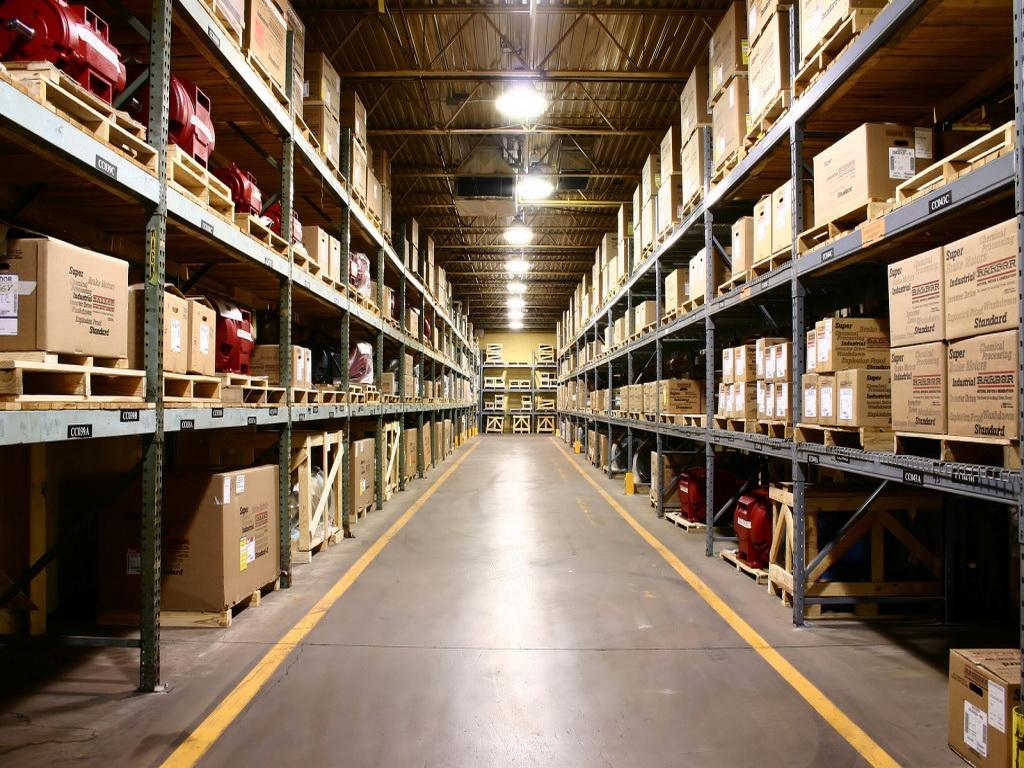 Краны манипуляторы для выполнения работ в складских помещениях