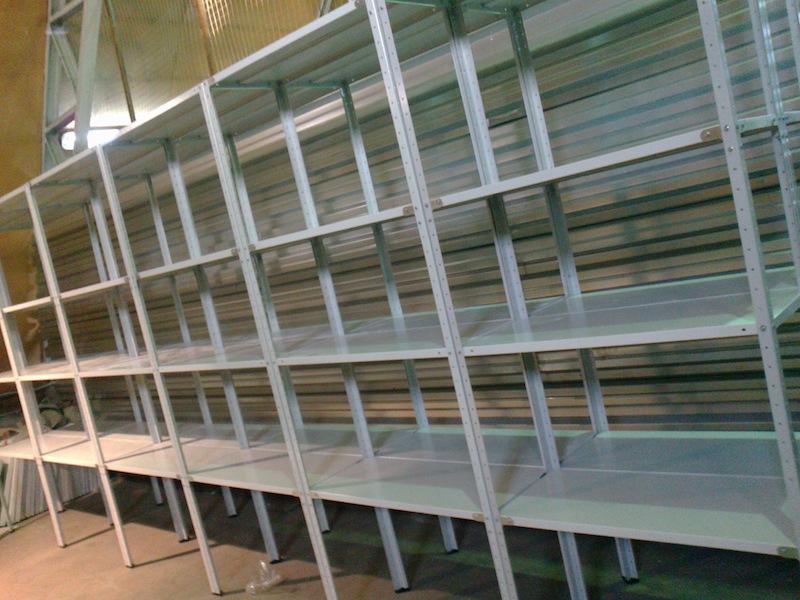 Металлические стеллажи – простота и удобство