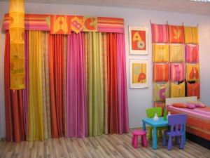 Оформление интерьера детской комнаты. Шторы