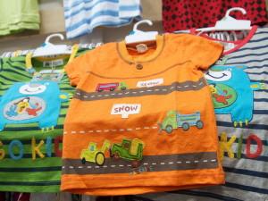 Выгодно ли покупать детскую одежду оптом?