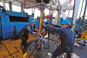 Защитные рукавицы и валенки компании Троника для нефтедобывающей отрасли