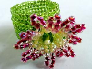 Изготовление цветов из бисера