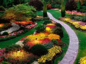 Как правильно устроить дорожки в Вашем саду?