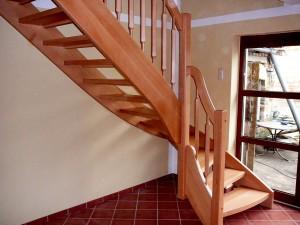 Как сделать древесную лестницу?