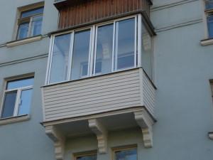Остекление балкона - какой материал выбрать