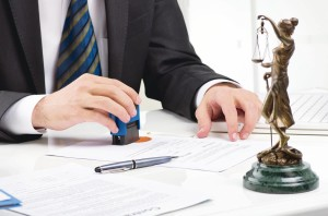 Разносторонняя помощь корпоративного адвоката, включая споры с банками