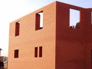 Строительство кирпичного дома. Преимущества и недостатки