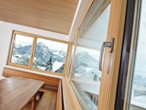 В чем выгода использования деревянных окон со стеклопакетами?