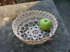 Вязанная конфетница