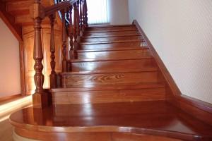 Выбор деревянной лестницы для дома