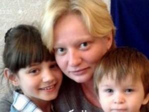 Кристина Гутник с двумя дочками